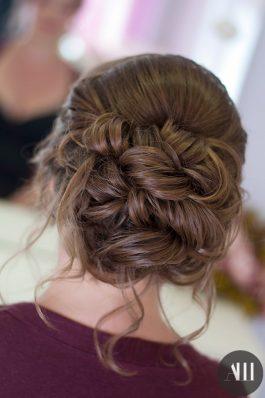 Воздушный пучок на средние волосы