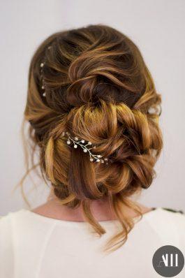 Воздушный пучок с веточкой на свадьбу от стилиста Ирины Молчановой