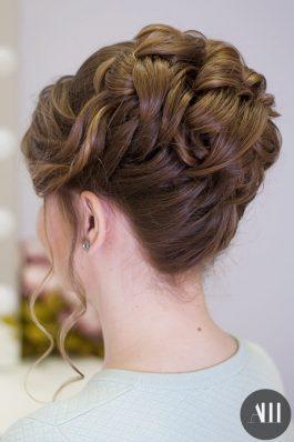 Высокий пучок на свадьбу на средние волосы