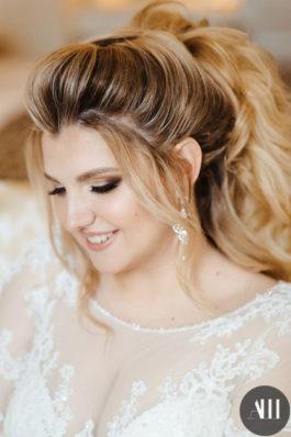 Яркий свадебный макияж и объемная прическа