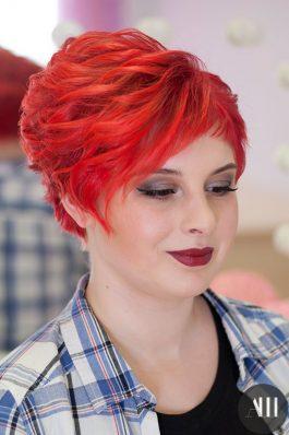 Яркий свадебный макияж с красной помадой