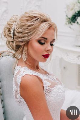 Яркий свадебный макияж с красной помадой и воздушный пучок от Анастасии Швабской